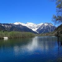 上高地:大正池と穂高連峰